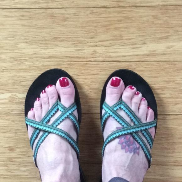 3ba035e0862fa2 Teva Olowahu strappy flip flop sandals. M 5a8f2584a4c48513215d6019